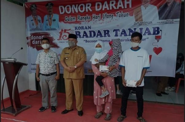Bupati Safrial Hadiri Acara Donor Darah Dalam Rangka HUT. Radar Tanjab Dan Hari Pers Nasional