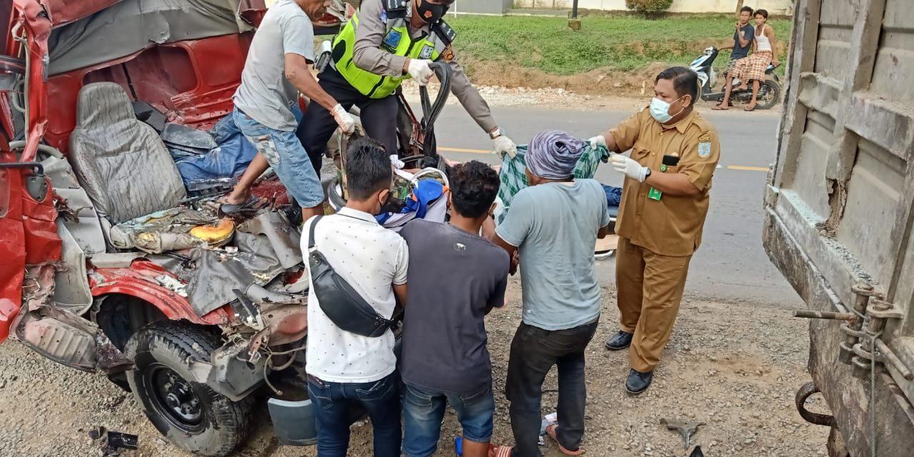 Satlantas Polres Muaro Jambi Evakuasi Korban Lakalantas Yang Merengut Nyawa