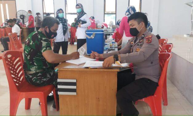 386 personil Polres jajaran tanjabtim dan 95 personil TNI disuntik vaksin