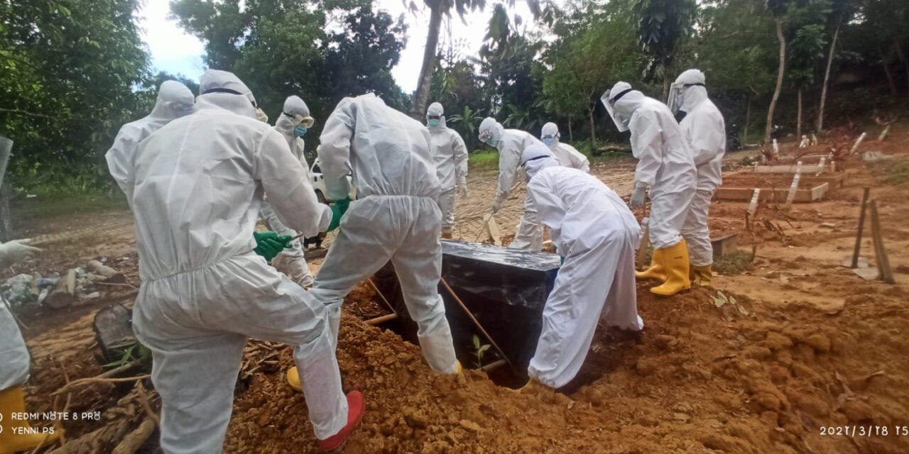 Team relawan pemulasaran covid19 dibawah pimpinan Aipda Hariyanto SH melaksanakan pemakaman jenazah pasien covid19 yang ke 106