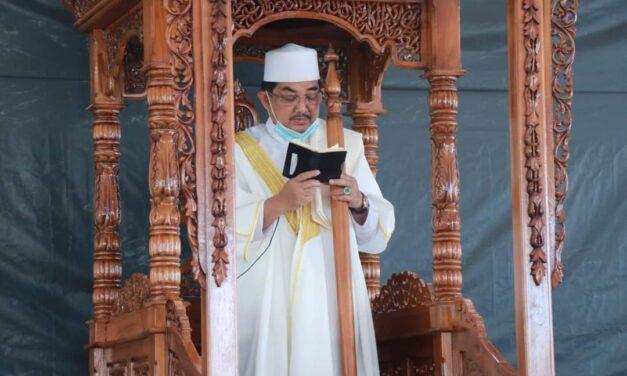 Bupati Tanjab barat laksanakan Sholat Juma'at Di Masjid Syech Usman Kuala Tungkal