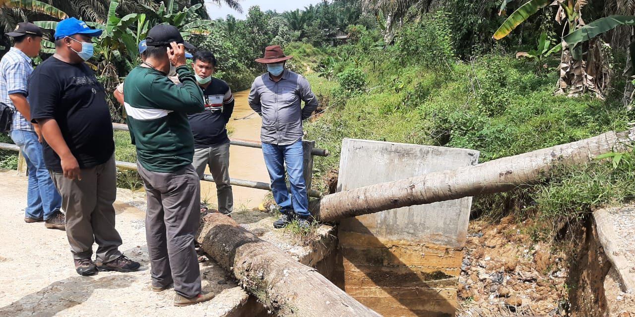 Wakil Bupati Tinjau Kondisi Jembatan Yang Tergerus Akibat Banjir