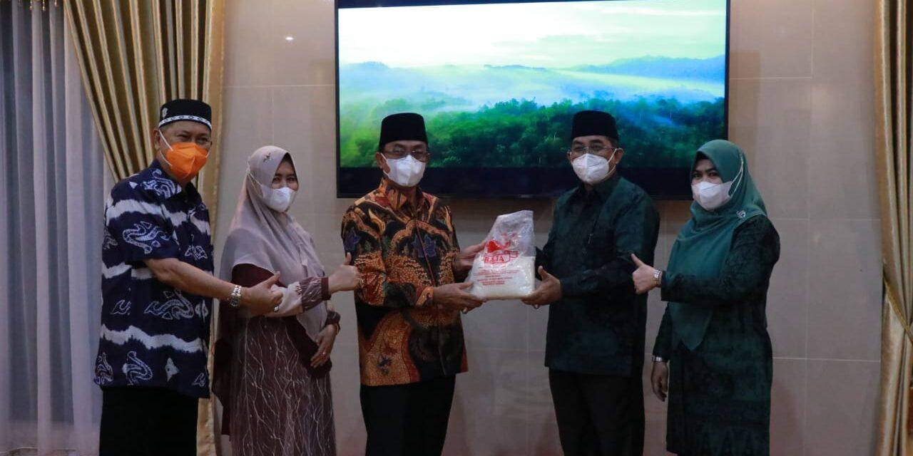 Bupati Tanjabbar didampingi Sekda Silaturahmi Ke Inhil Riau