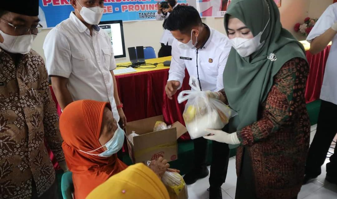 Bupati Tanjab barat Didampingi Istri Tinjau Pelaksanaan Vaksinasi Lansia Di Kecamatan Bram Itam