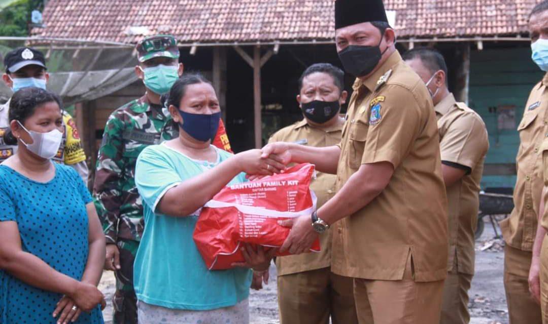 Wakil bupati Tanjab barat ,Tinjau Lokasi Kebakaran Desa Purwodadi