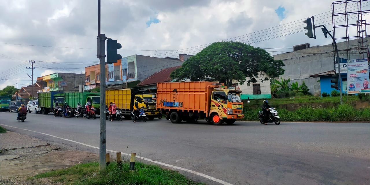 Satlantas Polres Muaro Jambi Ajak Pengendara di Trafic Light Simpang Mendalo Aurduri Untuk Hening Cipta Indonesia