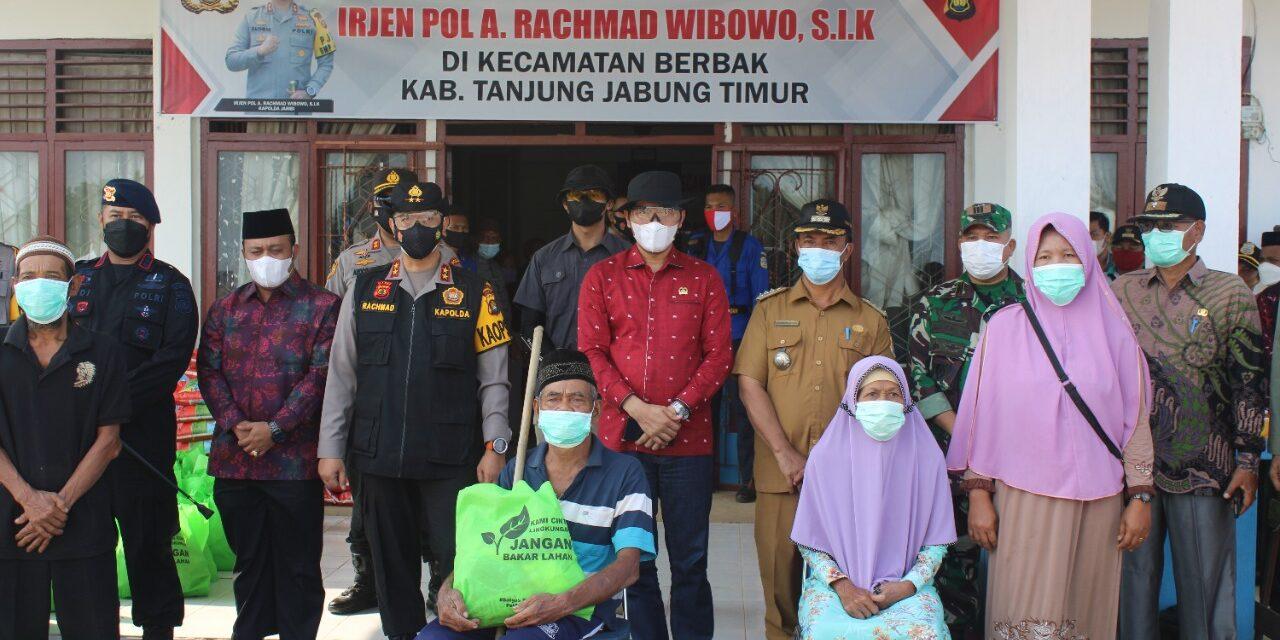 Kapolda Jambi Kunker  Kabupaten Tanjung Jabung Timur Dan Beri Bansos Kepada Masyarakat