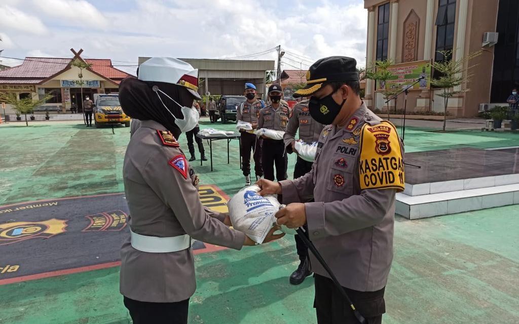 Polres Tanjab Barat Melaksanakan Apel Penyerahan Beras Bansos dari Kapolda Jambi