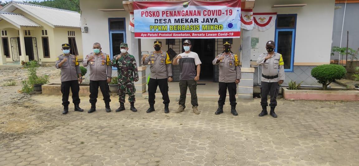 Kapolres Muaro Jambi Cek Posko Penyekatan Simpang Unit 6 Sungai Bahar dan Bagikan Sembako