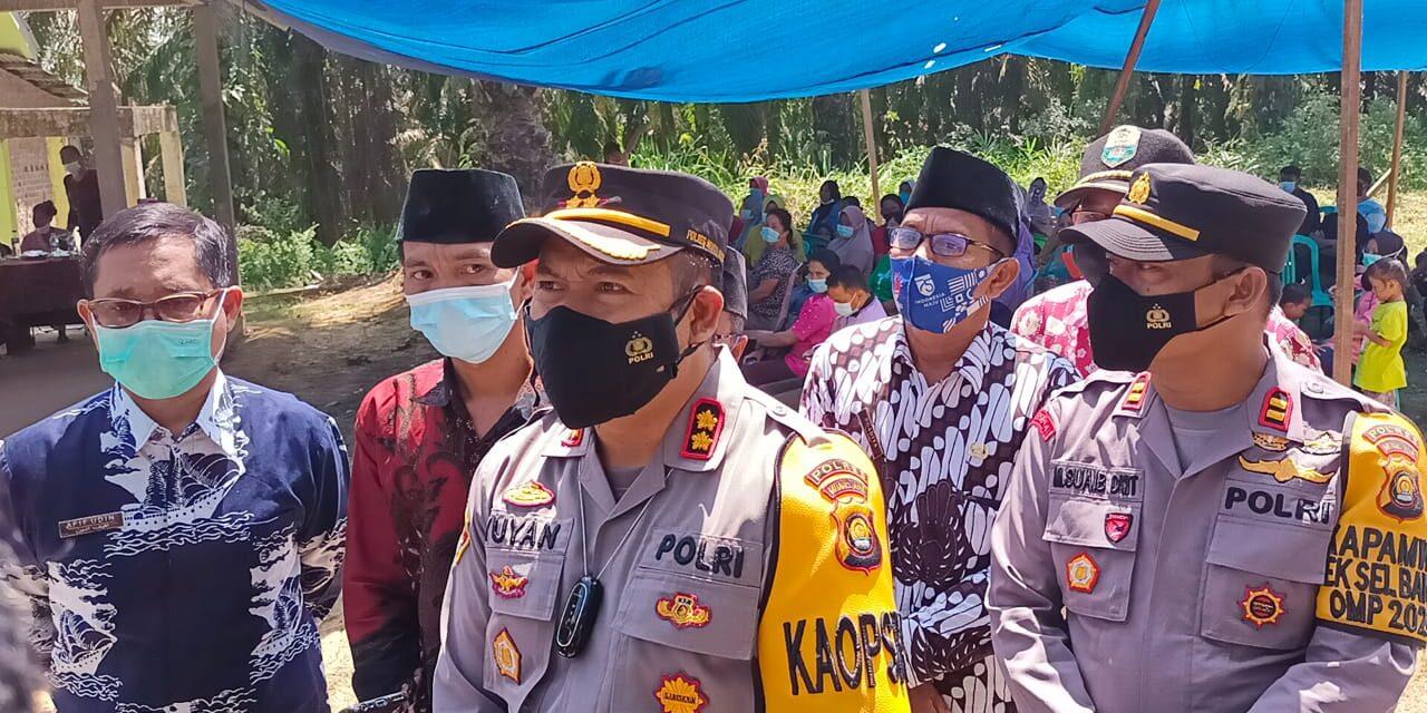 Kapolres Muaro Jambi Menyaksikan Suku Anak Dalam(SAD) Desa Sungai Dayo di Vaksinasi Merdeka Siginjai 2021