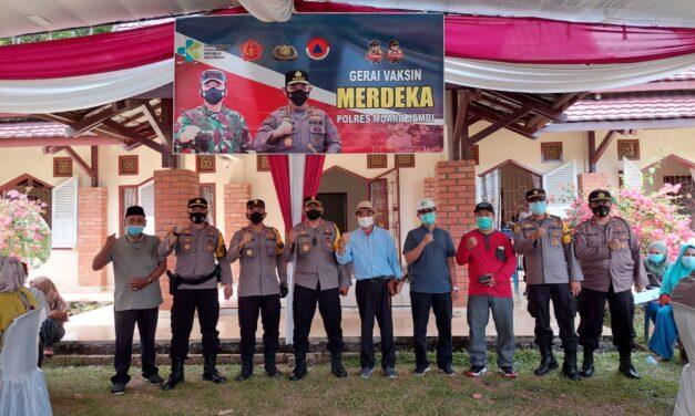 Pengunjung Candi antusias Vaksinasi Merdeka Siginjai 2021 diadakan oleh Polres Muaro Jambi
