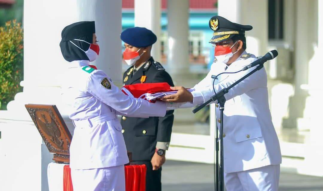 Bupati Tanjab Barat Menjadi Inspektur Upacara Pengibaran Bendera Merah Putih Peringatan HUT RI Ke-76