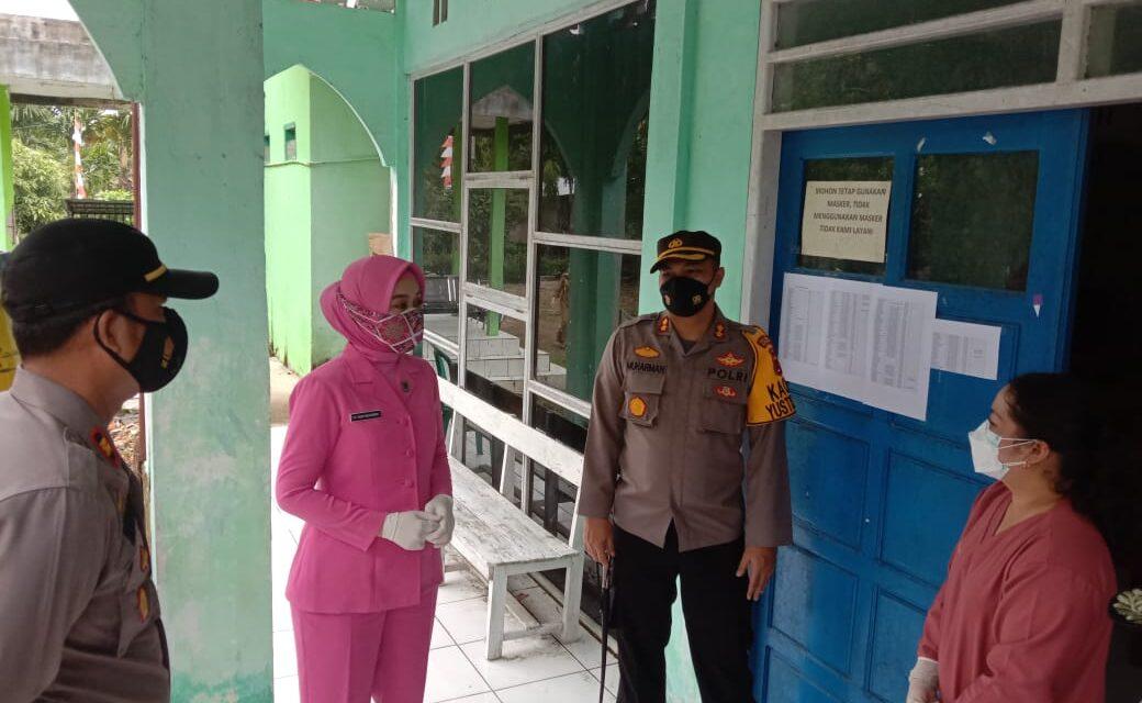 Kapolres Tanjab Barat didampingi Ketua Bhayangkari Cabang Tanjabbar Meninjau dan Mengecek Giat Bansos dan Vaksin